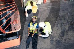 trabajador de la construccion herido por un montacarga